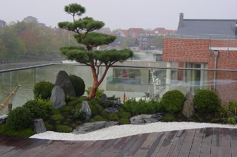 japanischer garten auf dachterrasse traumhaftes wohnen im penthouse mit japangarten. Black Bedroom Furniture Sets. Home Design Ideas